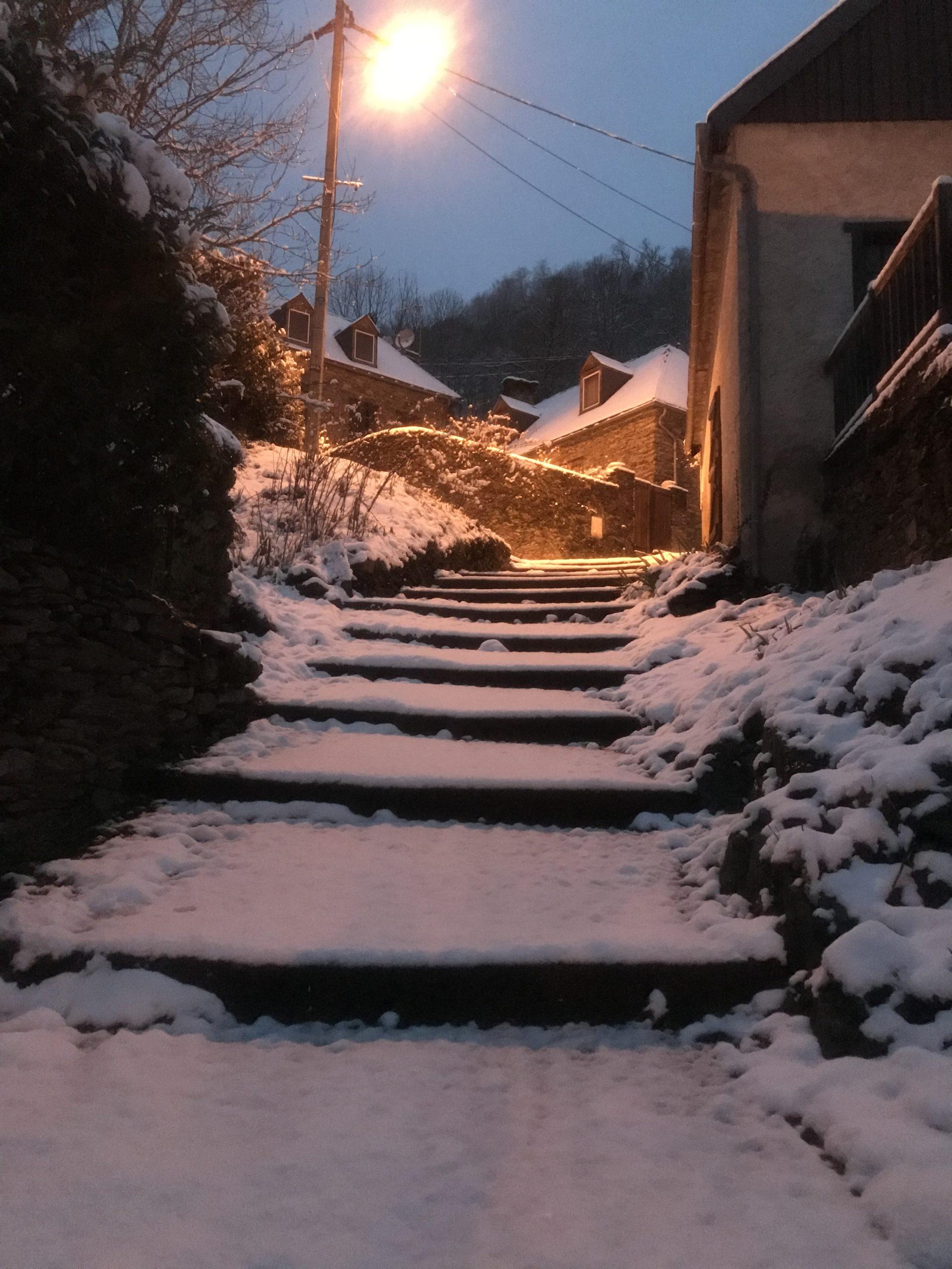 Rue piétonne Melles sous la neige